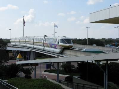 Photo illustrating <font size=1>Gold monorail arriving at TTC
