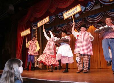 Photo illustrating <font size=1>Fort Wilderness - Strawberry Shortcake Time at Hoop-Dee-Doo Revue