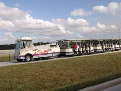 Photo illustrating <font size=1>Disney car park tram