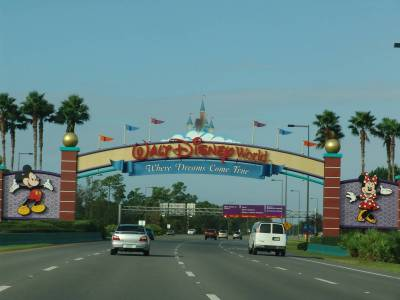 Photo illustrating <font size=1>Entering Walt Disney World