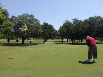 Photo illustrating <font size=1>Golf - putting green