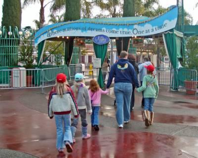 Photo illustrating <font size=1>Disneyland Resort - Entrance