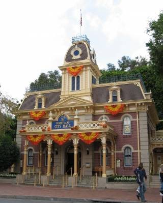 Photo illustrating <font size=1>Disneyland - City Hall
