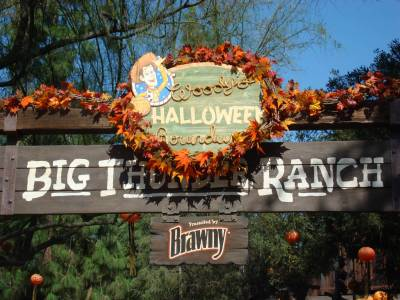 Photo illustrating <font size=1>Disneyland - Big Thunder Ranch at Halloween