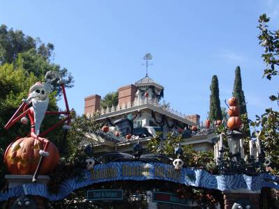 Photo illustrating <font size=1>Disneyland - Haunted Mansion Holiday