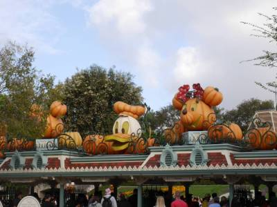 Photo illustrating <font size=1>Disneyland at Halloween
