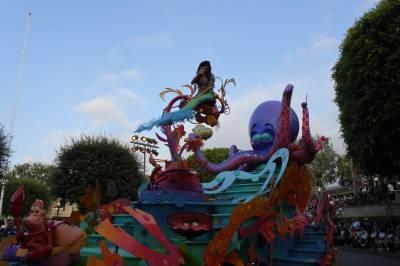 Photo illustrating <font size=1>Disneyland - SoundSational Parade - Little Mermaid