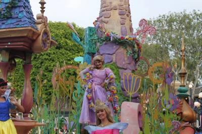 Photo illustrating <font size=1>Disneyland - SoundSational Parade - Rapunzel