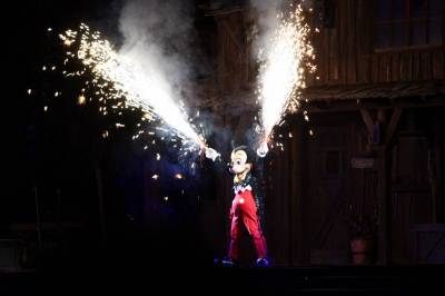 Photo illustrating Mickey during Fantasmic
