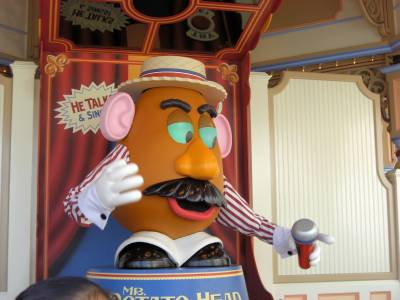 Photo illustrating <font size=1>California Adventure--Paradise Pier--Toy Story Midway Mania--Mr. Pota to He