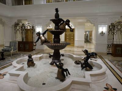 Grand Floridian Villas - lobby fountain