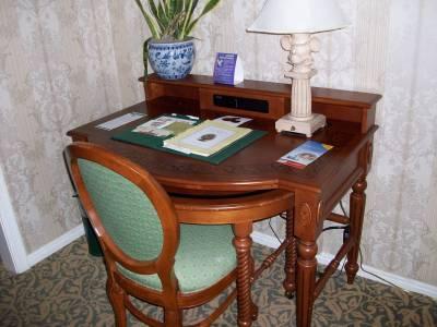 Photo illustrating <font size=1>Grand Floridian: Sago Cay: Dormer Room: Desk