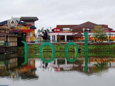 Photo illustrating <font size=1>Disney Springs - LEGO store