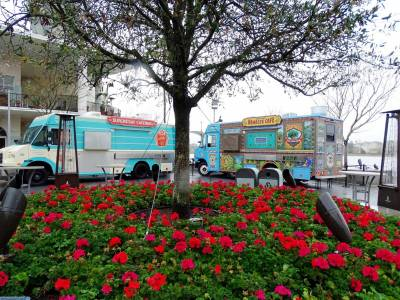 Photo illustrating <font size=1>Disney Springs - food trucks
