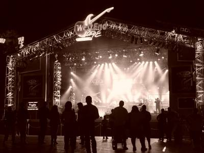 Photo illustrating <font size=1>Downtown Disney-West End Stage