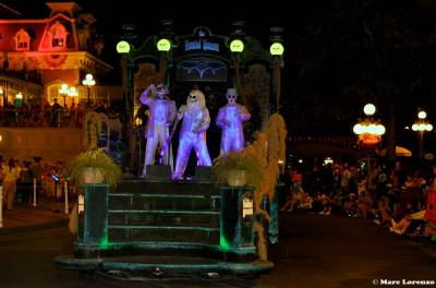 Photo illustrating <font size=1>Haunted Mansion Ghosts in the Boo to You Halloween Parade