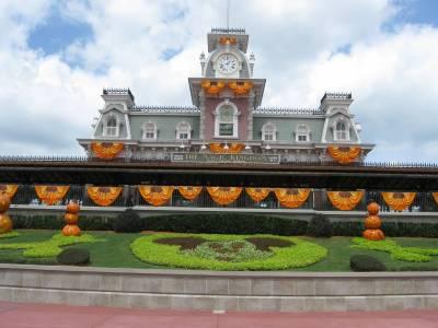 Photo illustrating <font size=1>Fall Decorations in Magic Kingdom