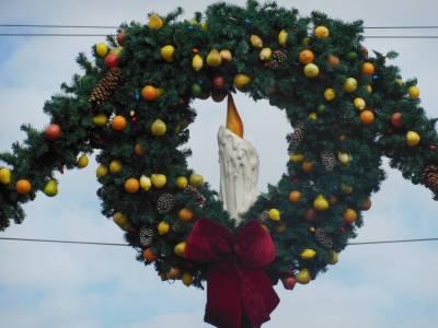 Photo illustrating <font size=1>Magic Kingdom - Main Street Christmas wreath