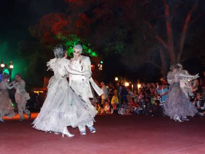 Photo illustrating <font size=1>Magic Kingdom - Halloween Party parade