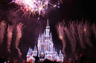 Photo illustrating <font size=1>Christmas Wishes over Cinderella