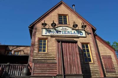 Photo illustrating <font size=1>Frontierland Railroad Station
