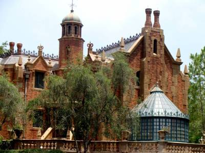 Photo illustrating <font size=1>Haunted Mansion ( from the Liberty Belle)