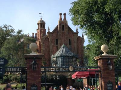 Photo illustrating <font size=1>Magic Kingdom- Liberty Square - Haunted Mansion