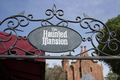 Photo illustrating <font size=1>Haunted Mansion - entrance sign