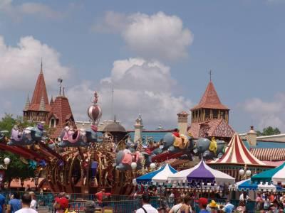 Photo illustrating <font size=1>Magic Kingdom - soarin with Dumbo