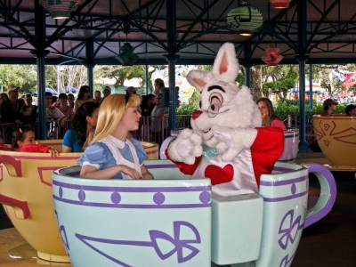 Magic Kingdom - Fantasyland - Alice and White Rabbit on Teacups