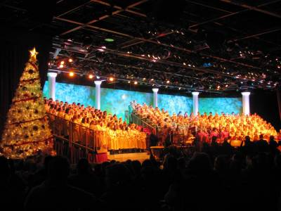 Photo illustrating Candlelight Processional 2010