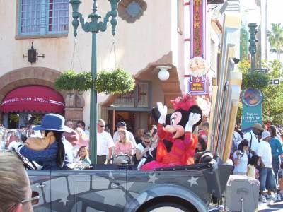 Photo illustrating <font size=1>Hollywood Studios Parade 2006