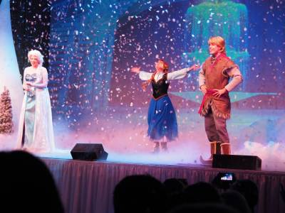 Photo illustrating <font size=1>Frozen Sing-A-Long 01
