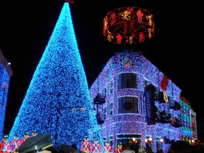 Photo illustrating OSBORNE FAMILY SPECTACLE OF DANCING LIGHTS