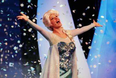 Photo illustrating <font size=1>Elsa at the Frozen Fun Sing-Along