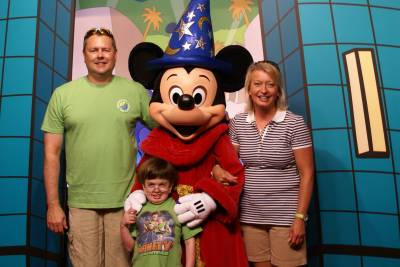 Photo illustrating <font size=1>Hollywood Studios - The Matthews with Sorcerer Mickey