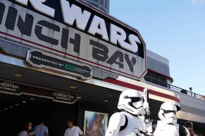 Photo illustrating <font size=1>Stormtroopers at Star Wars Launch Bay