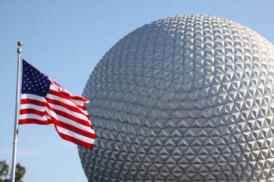 """Photo illustrating <font size=1>""""Golf ball"""" and American Flag"""