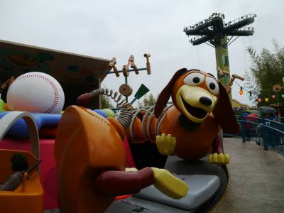 Photo illustrating <font size=1>Walt Disney Studios - Slinky Dog Zigzag Spin