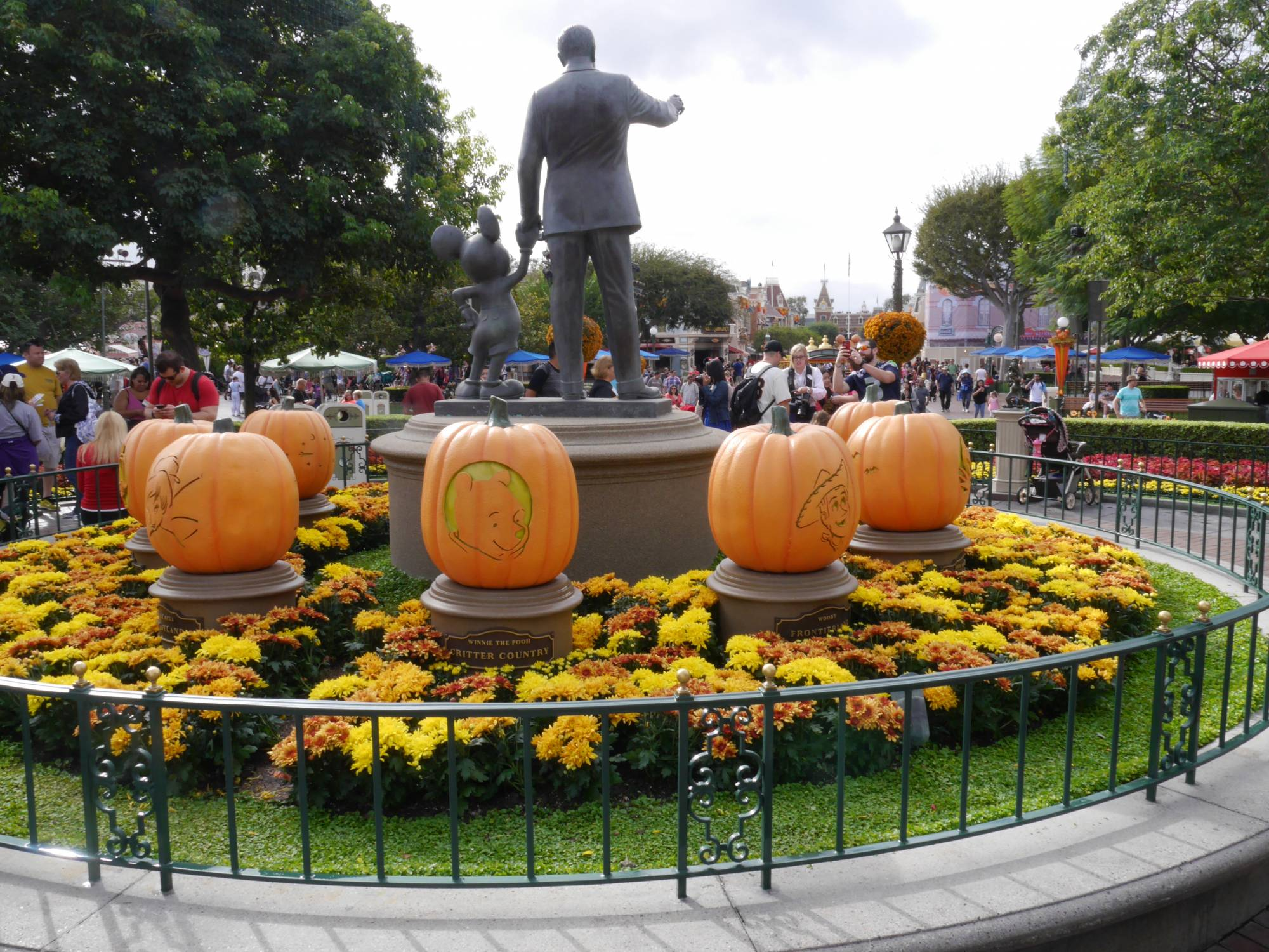 Enjoy Mickey's Halloween Party at Disneyland | PassPorter.com
