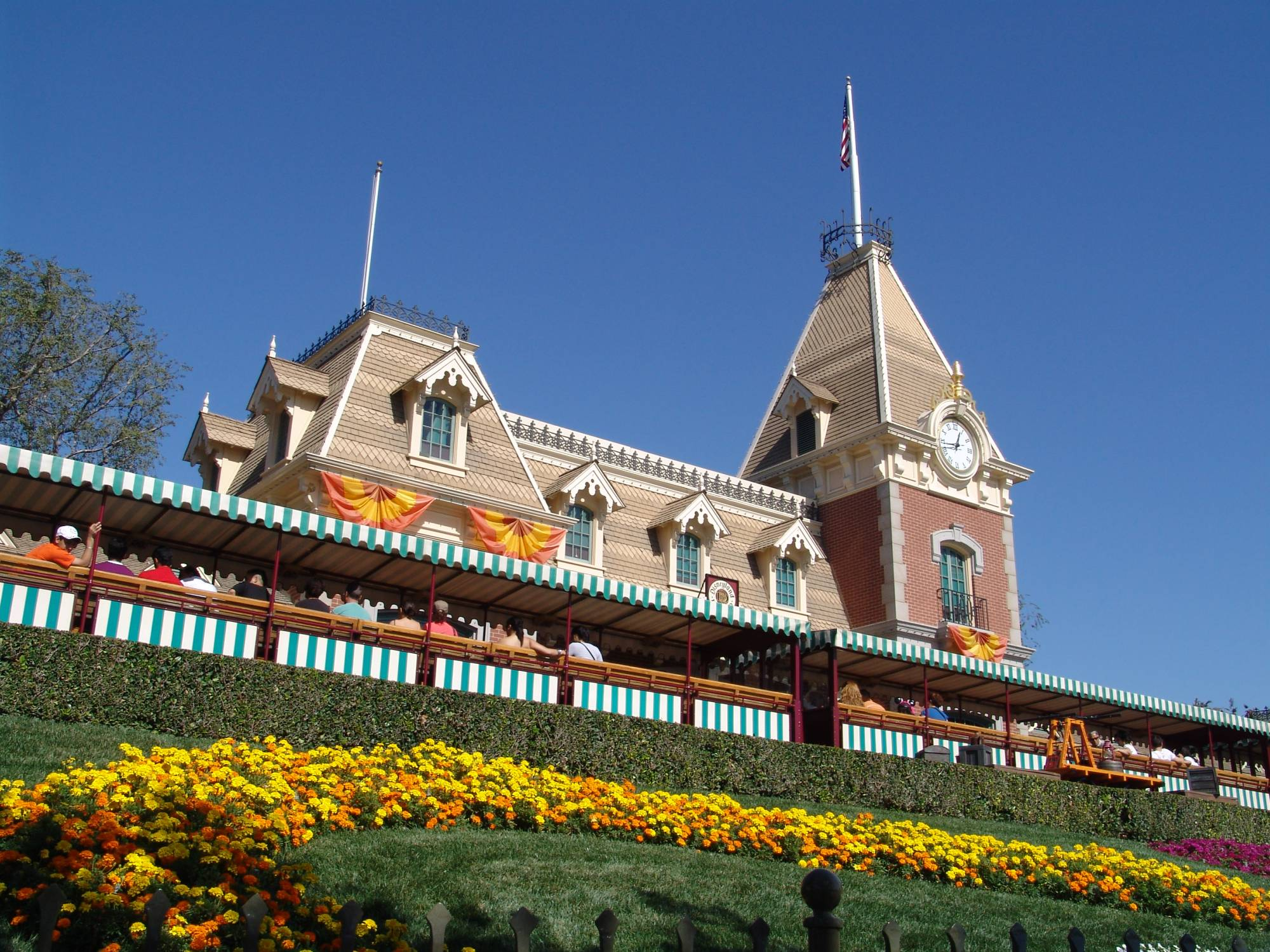 Learn about Disneyland from a WDW vet! | PassPorter.com