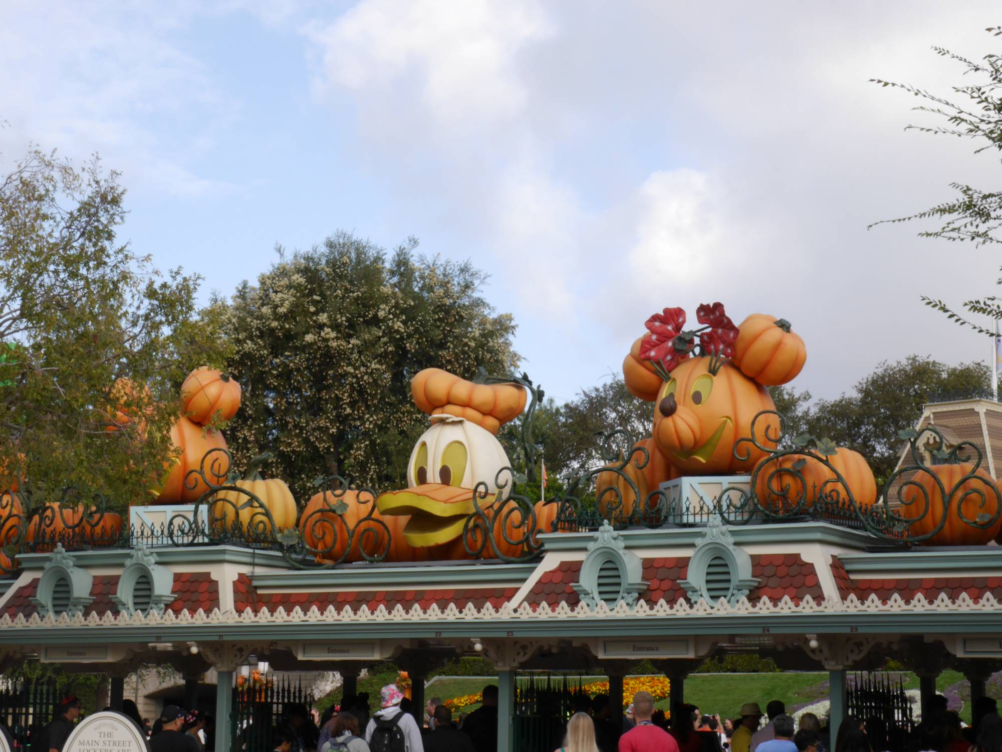 Enjoy Mickey's Halloween Party at Disneyland |PassPorter.com