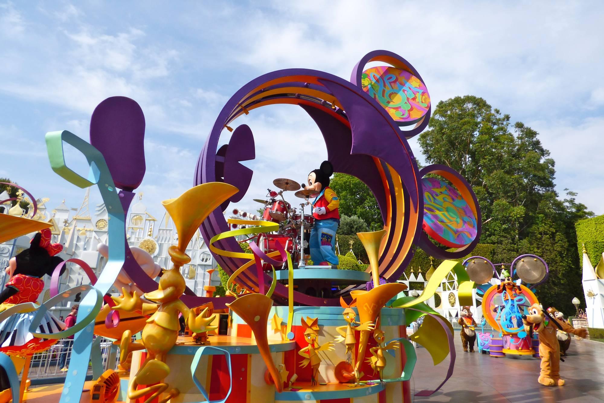 Enjoy Disneyland with all five of your senses! |PassPorter.com