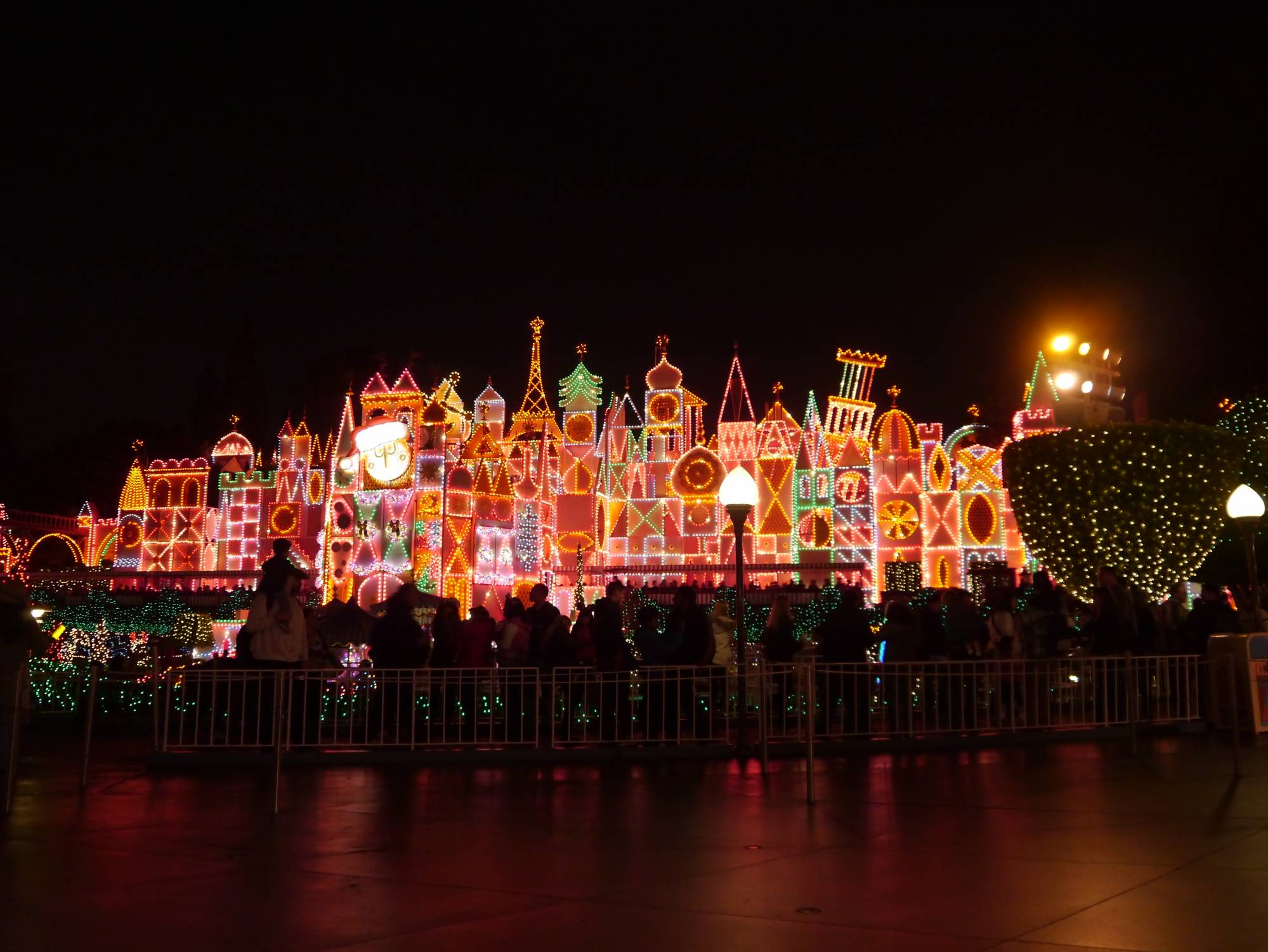 Learn the Top 10 Reasons to Love Disneyland | PassPorter.com