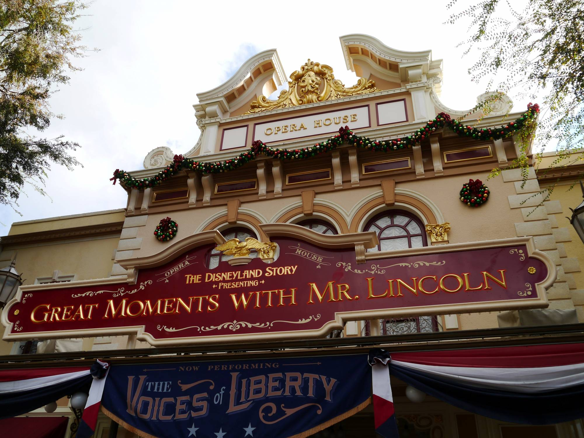 Explore a classic Disneyland attraction - Great Moments with Mr. Lincoln |PassPorter.com