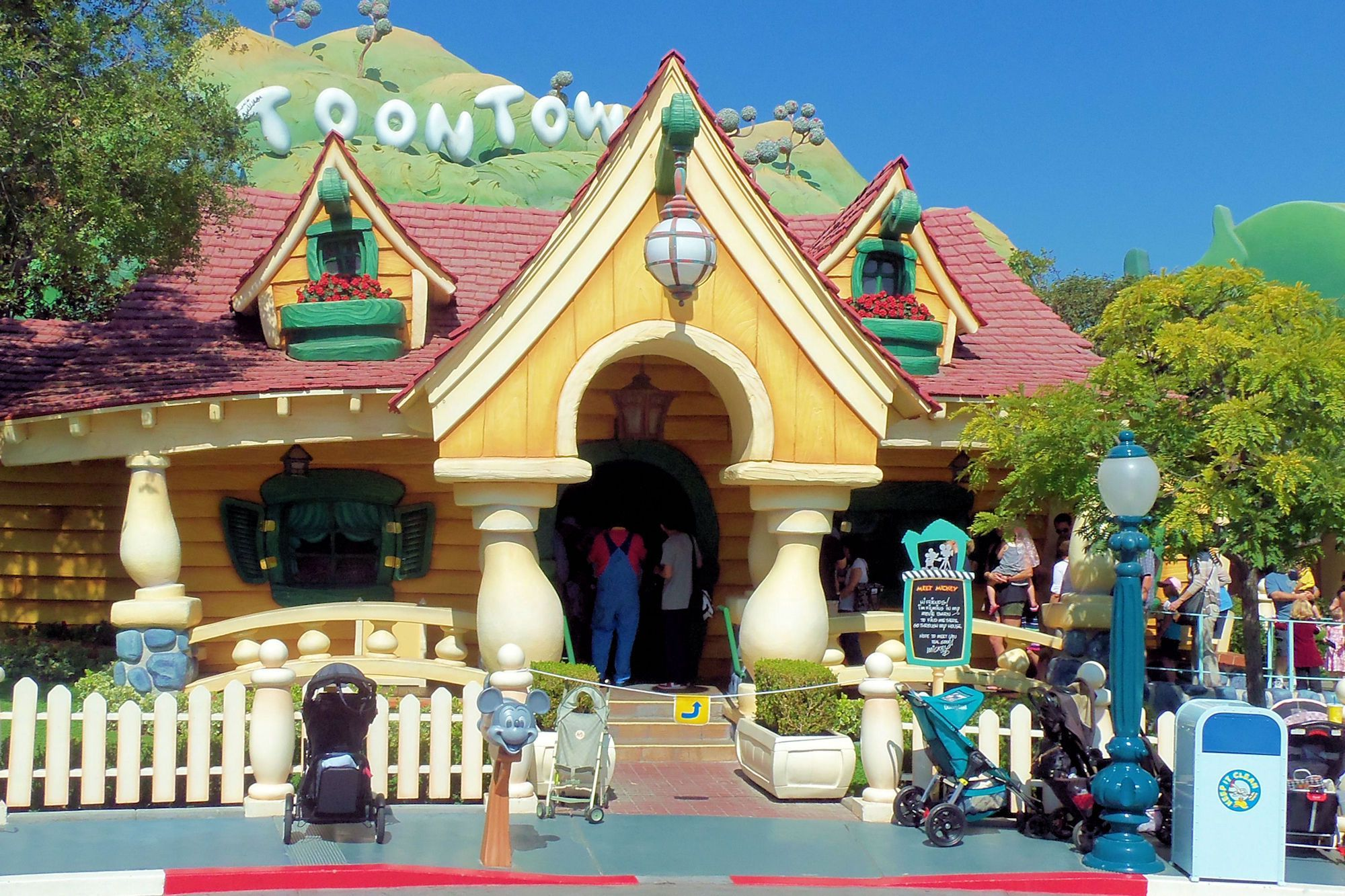 Explore ToonTown at Disneyland and meet Mickey and Minnie | PassPorter.com