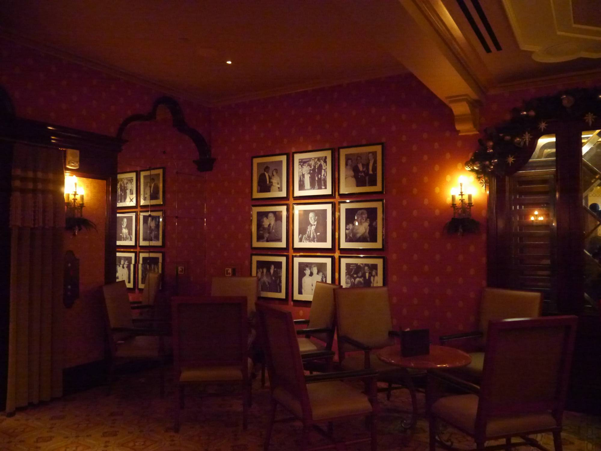 Enjoy a drink or a meal at Carthay Circle Lounge |PassPorter.com