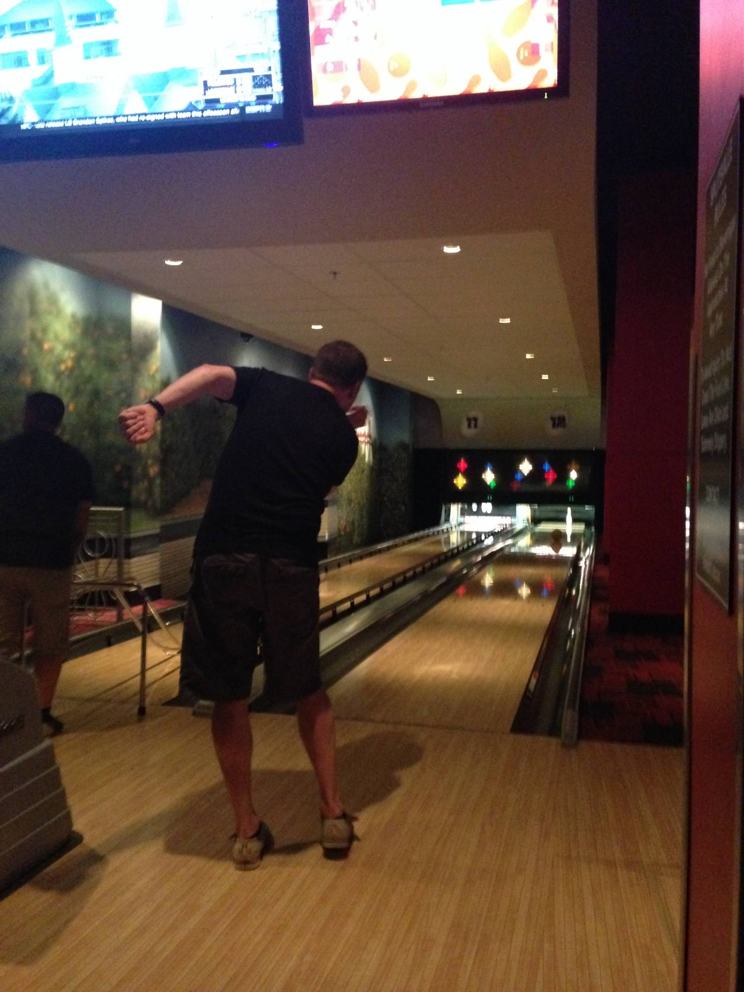 Enjoy dining and bowling (or dining while bowling) at Splitsville in Disney Springs |PassPorter.com