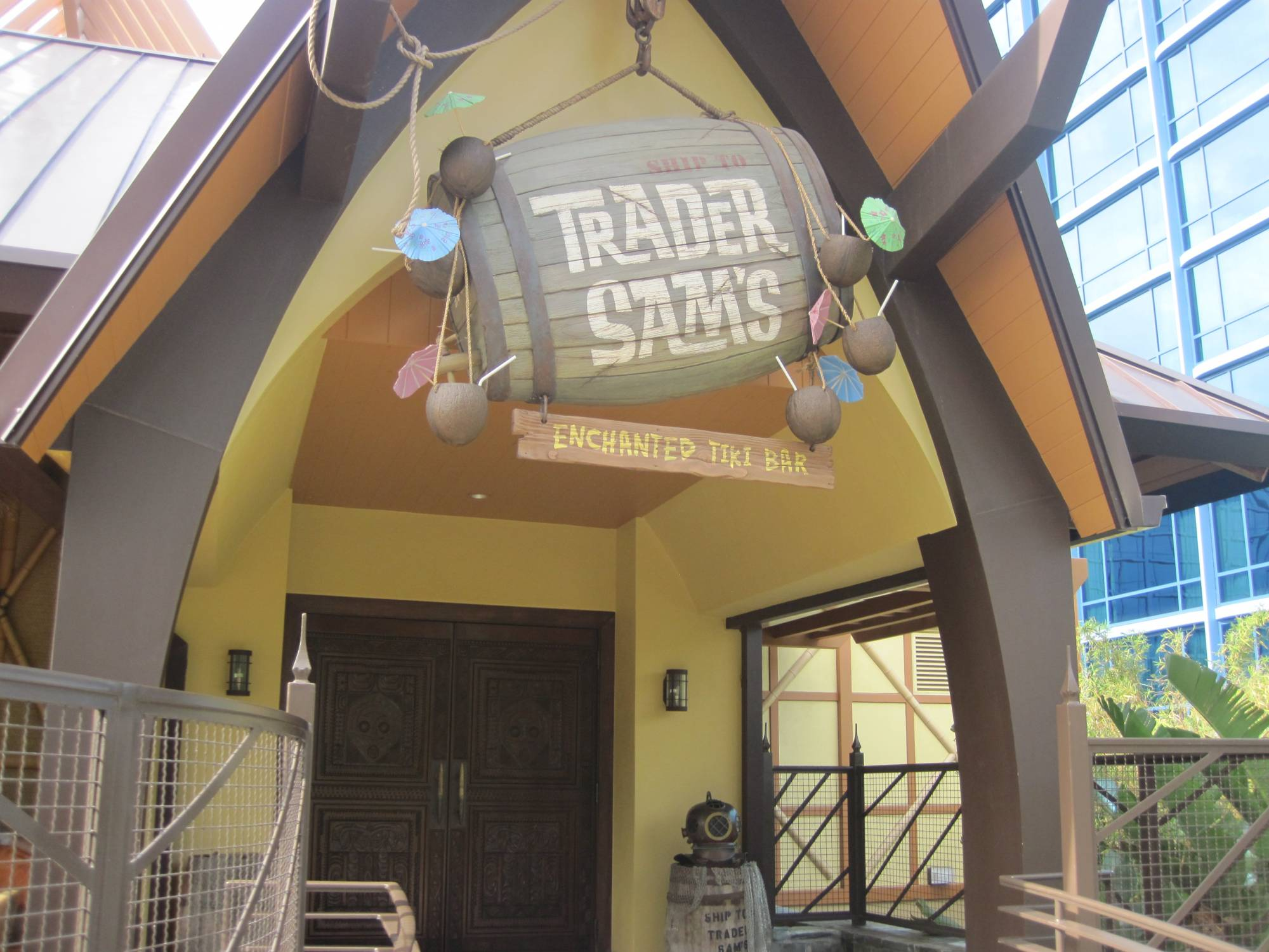 Sit back and relax at Trader Sam's at the Disneyland Hotel |PassPorter.com