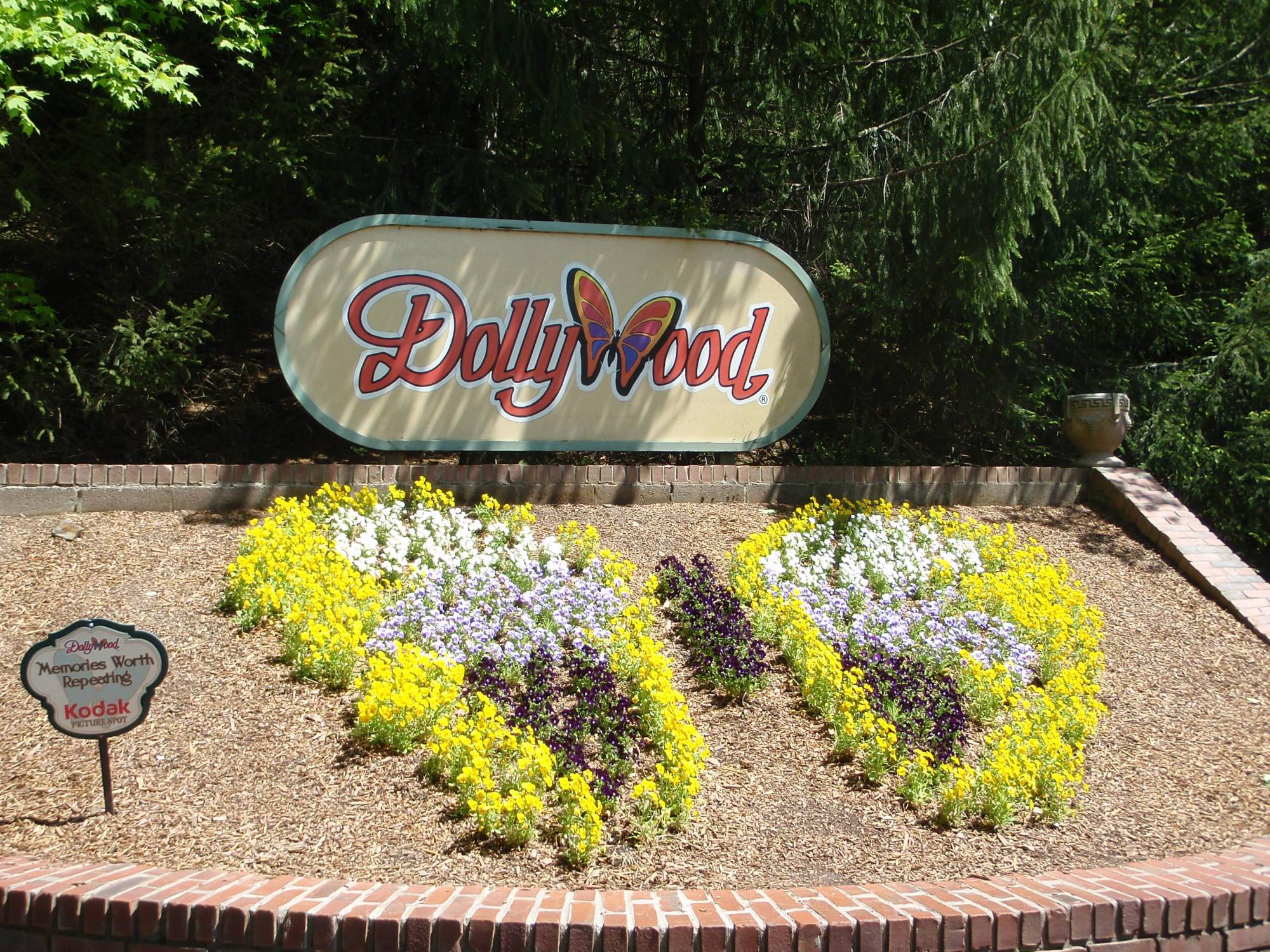 Discover the charm of Dollywood | PassPorter.com